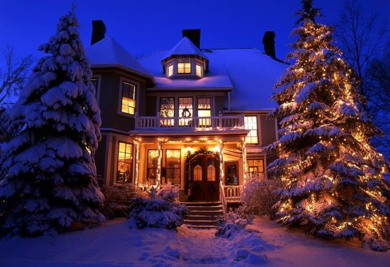 The Elmwood Heritage Inn, Charlottetown, Hotel Front – Evening/Night
