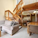 Family Loft, 2 Bedrooms, Hot Tub, Mountain View - Living Area