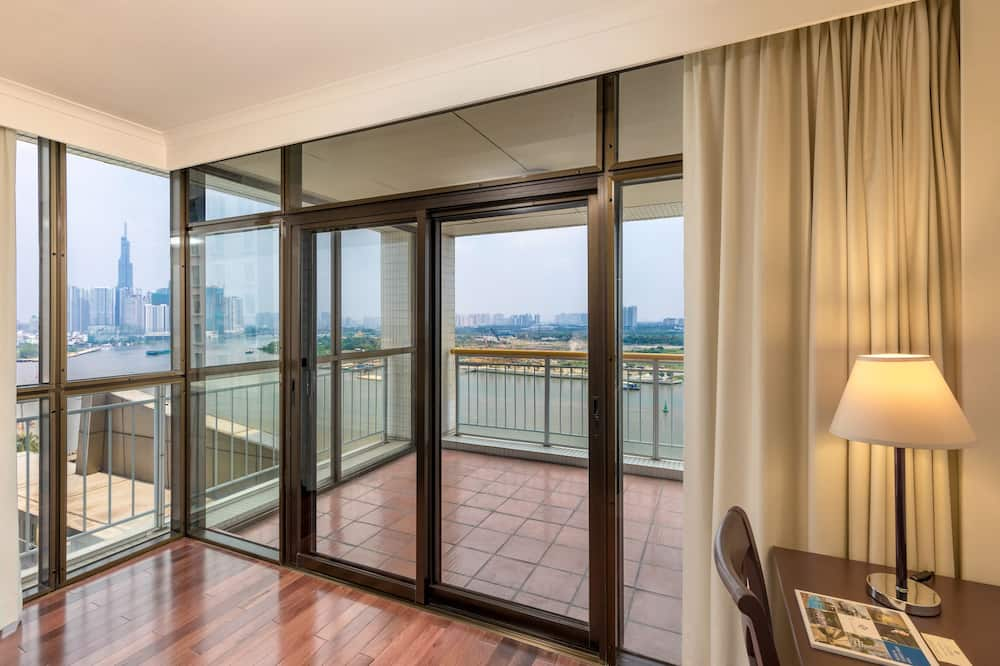 Executive Apartment, 2 Bedrooms, River View - Living Area