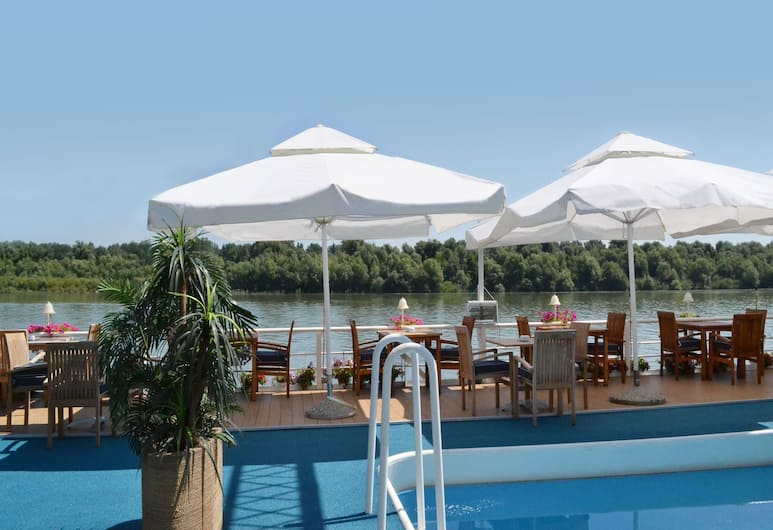 Compass River City Boatel, Belgrade, Outdoor Pool