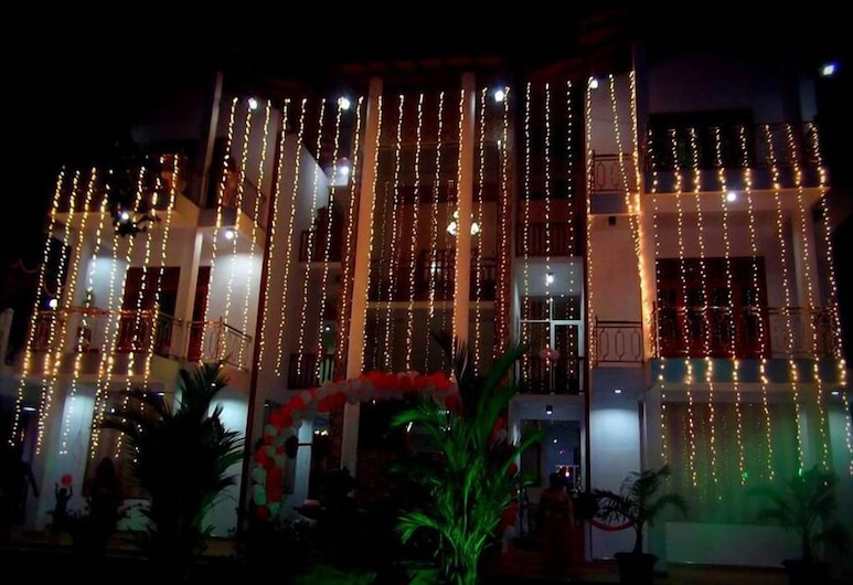 Papaa Palace, Tangalle, Hotel Front – Evening/Night