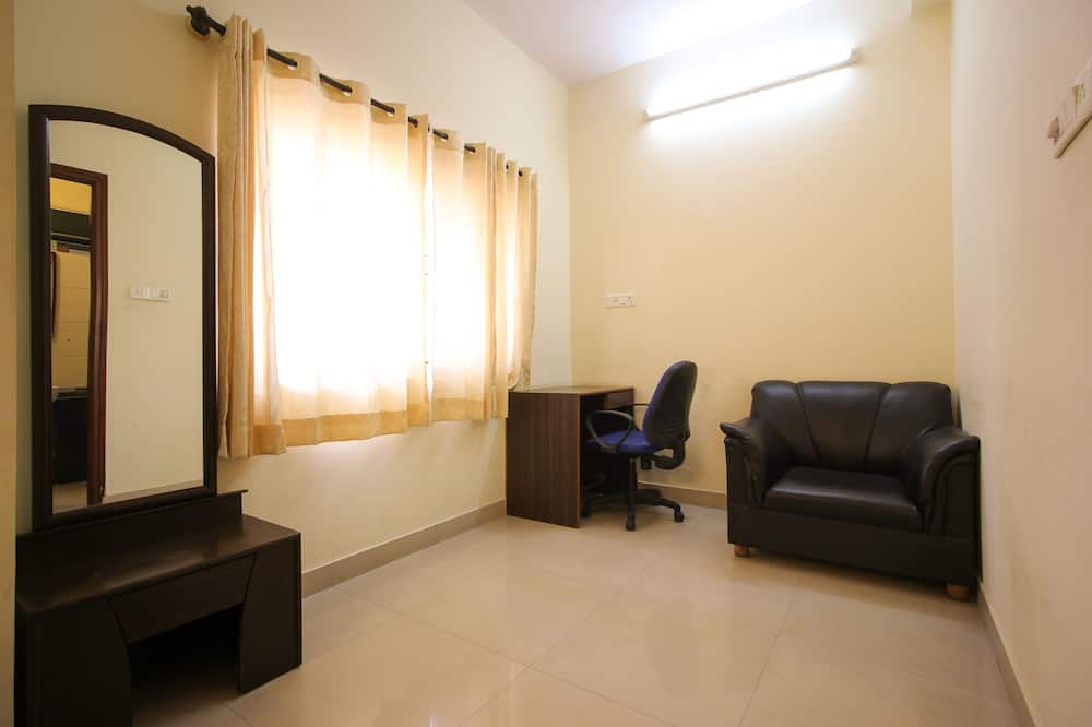 Standard Double or Twin Room, 1 Double Bed, Private Bathroom - Living Area