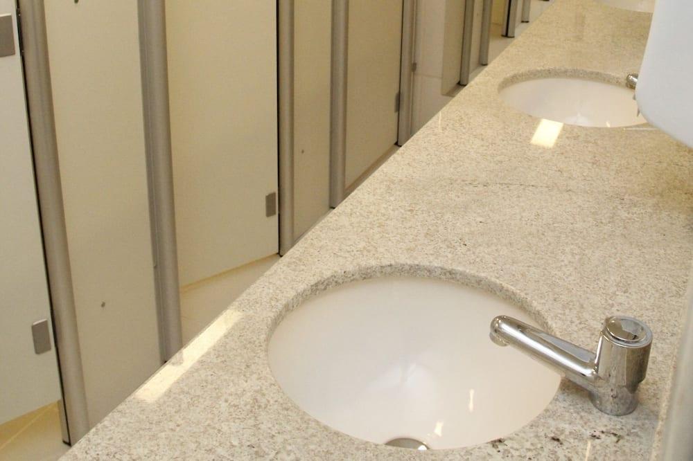 Basic Room, Shared Bathroom - Bathroom