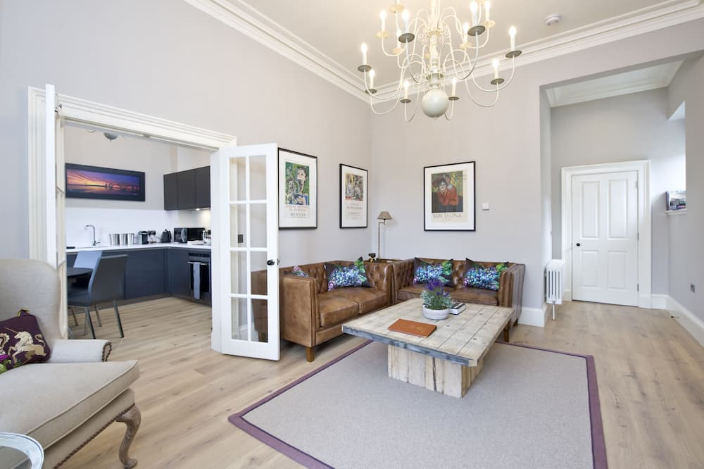 Deluxe Apartment, 2 Bedrooms (Upper) - Living Area