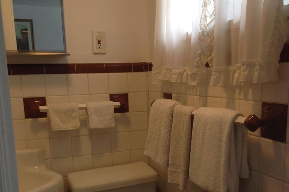 Standard Room, 1 Bedroom, Non Smoking - Bathroom