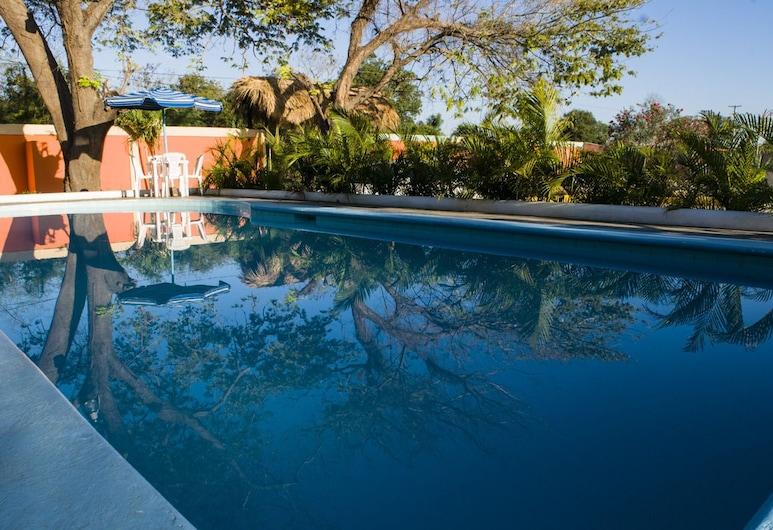 卡塔琳娜海灘酒店, 拉羅馬納, 室外泳池