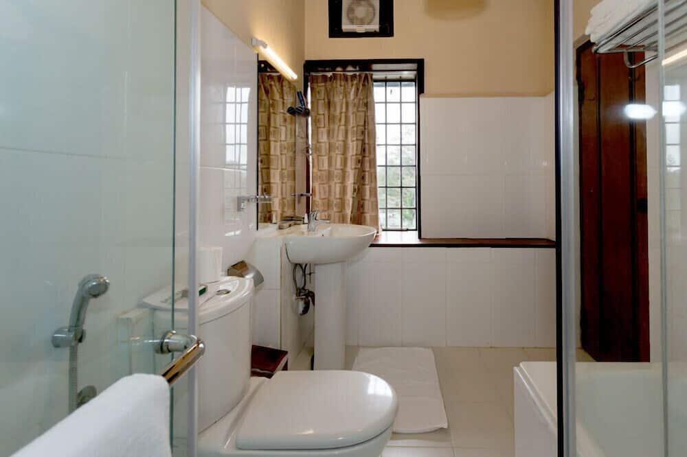 Štandardná izba s dvojlôžkom alebo oddelenými lôžkami, výhľad na záhradu - Kúpeľňa