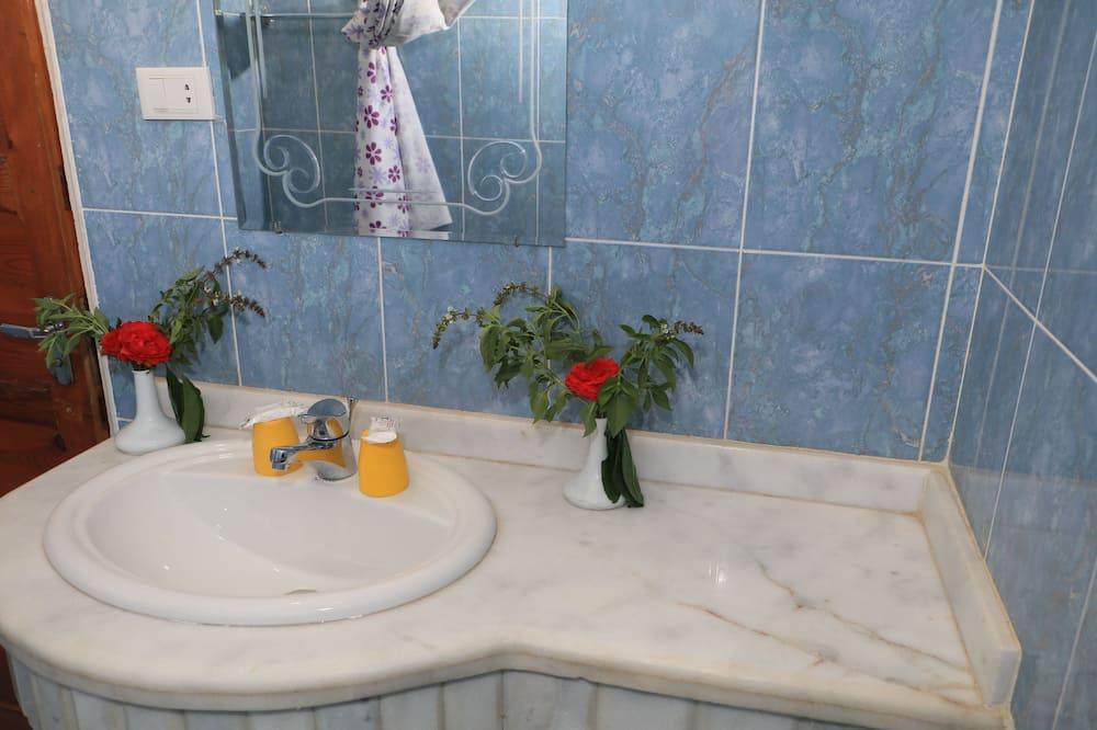 Deluxe Double or Twin Room, Garden View - Bilik mandi