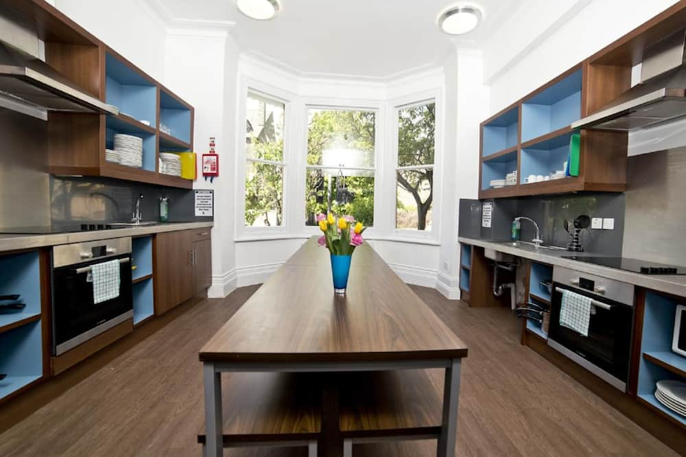 חדר מעונות משותף, נשים בלבד, חדר רחצה משותף (Sleeps 6) - שירותי מטבח משותפים