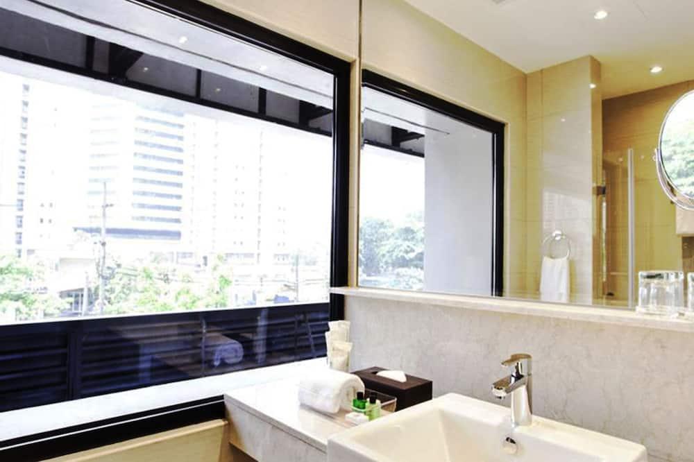 Business Room Suite - Bathroom