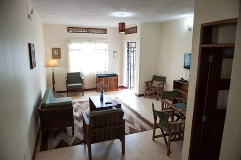 Apartment, 2 Bedrooms, Garden View - Living Room