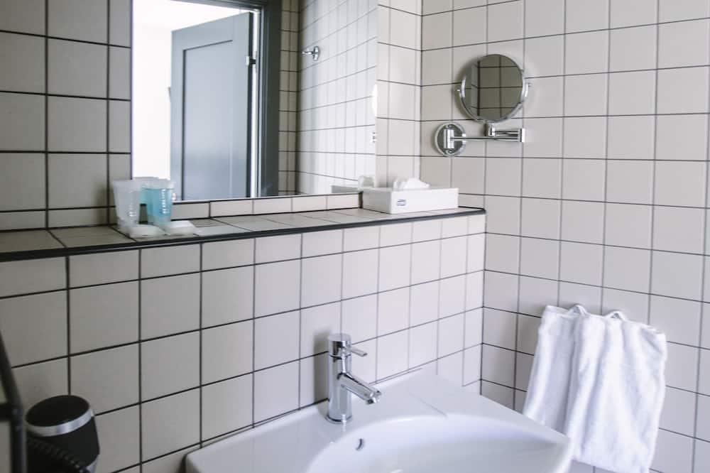 غرفة تنفيذية - حوض الحمام