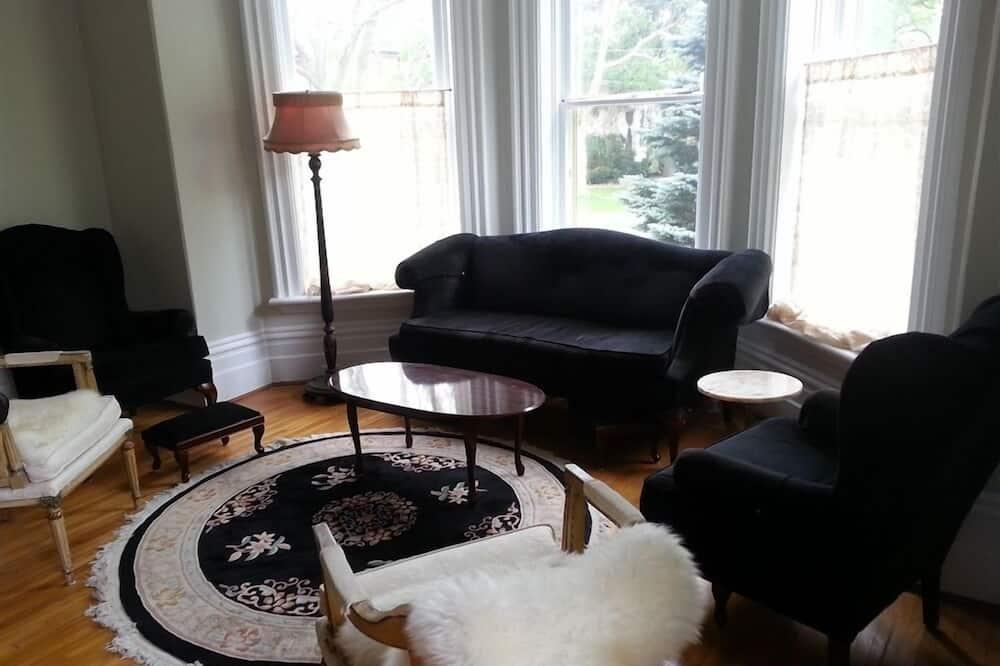 Main Floor, 2 Bedrooms, Garden View - Living Area