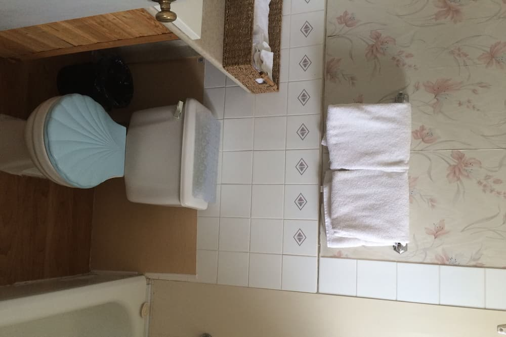 Cabin, Kitchen - Bathroom