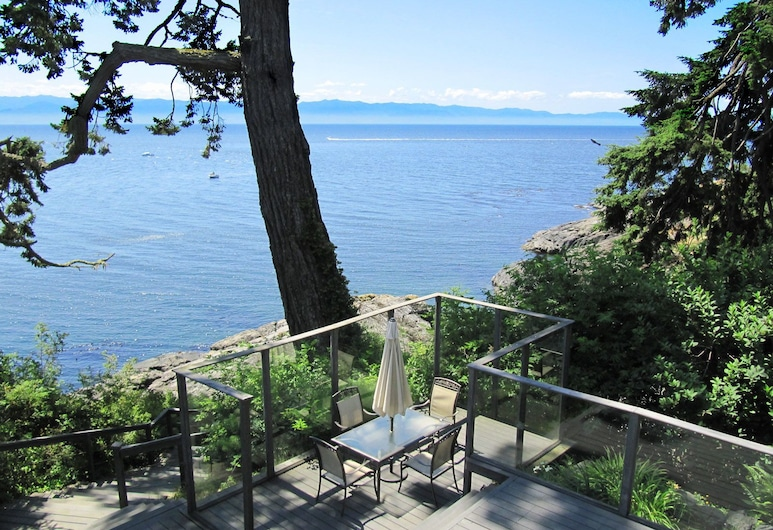 Otter Point House by BC Island Vacation Homes, Sooke