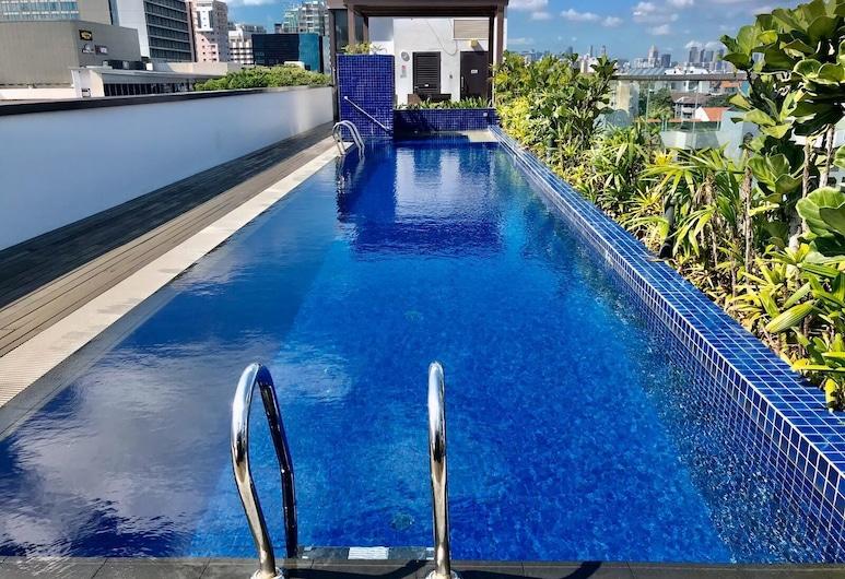 Santa Grand Hotel East Coast, Singapūras, Baseinas ant stogo