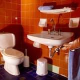 Chambre Triple, vue cour intérieure - Salle de bain