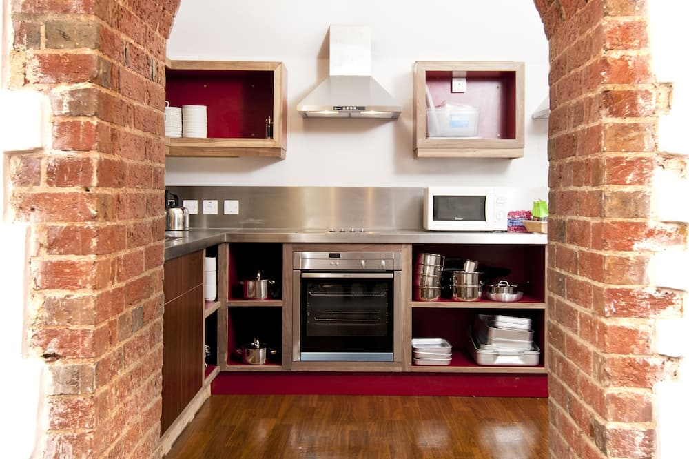 Room (2 Bed Private) - Shared kitchen facilities