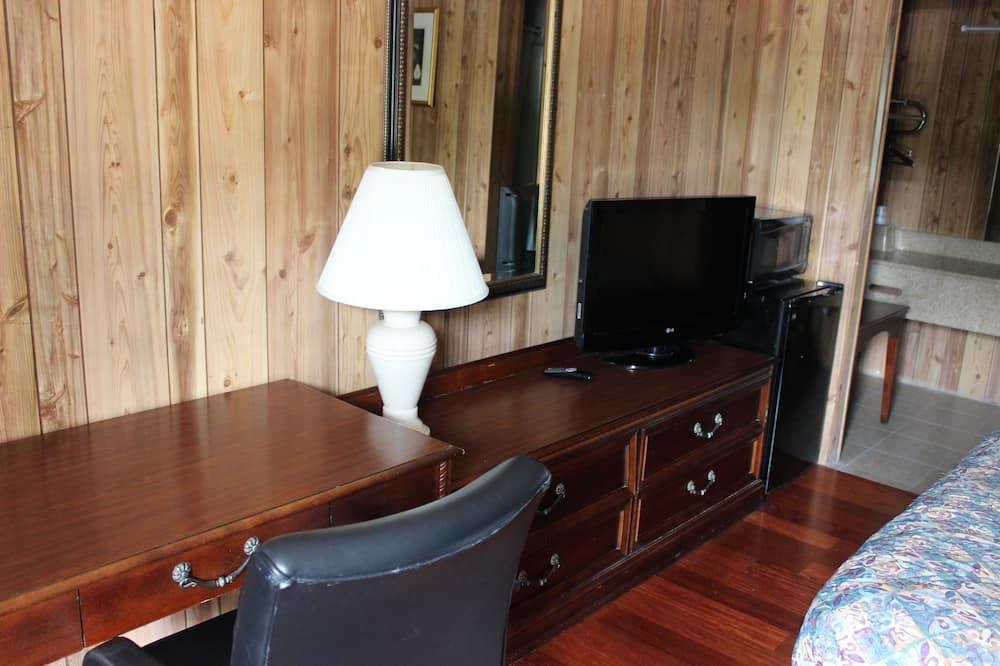 Standard Room, 1 King Bed, Refrigerator & Microwave - Guest Room
