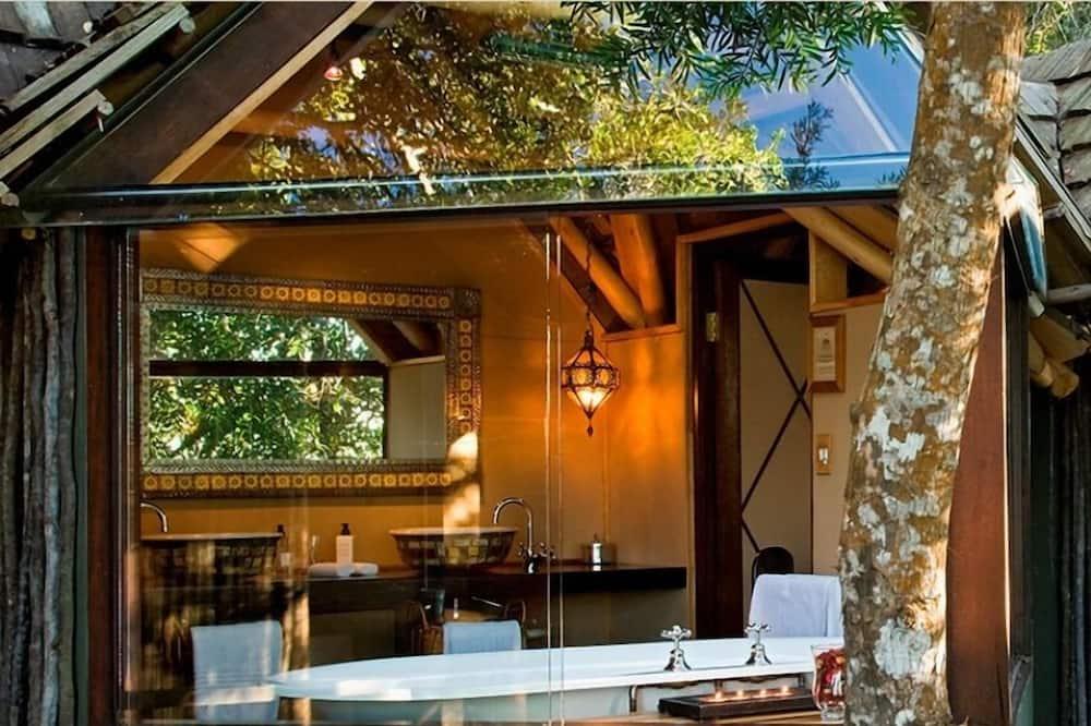 Classic Treehouse - Bathroom