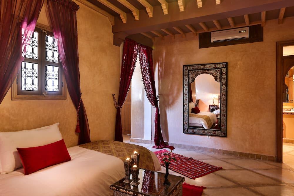 Luxury Suite, Fireplace, Pool View (Dar Sultan) - Living Area