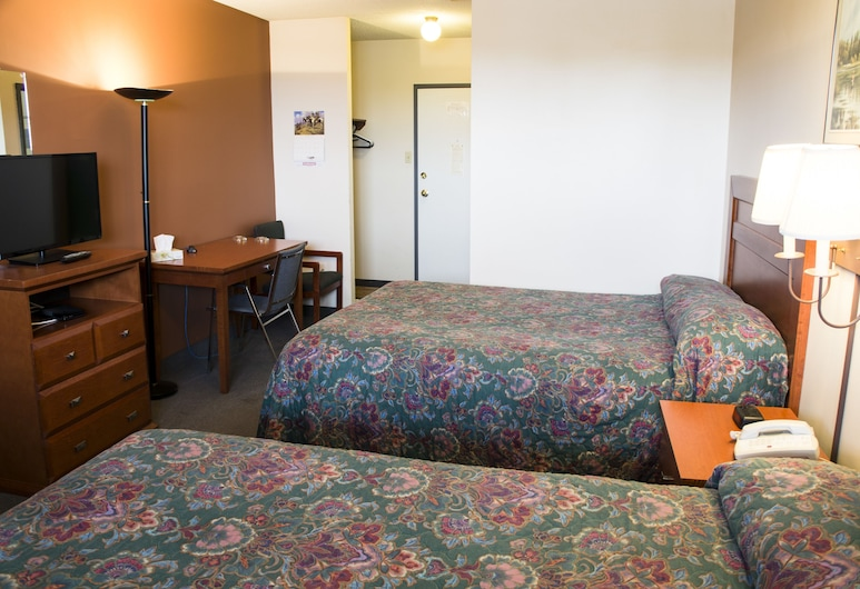 Lazy J Motel, Claresholm, Standard Room, 2 Queen Beds, Guest Room