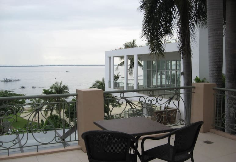 Chateau By The Sea, Lapu-Lapu, Ocean Room with 1 King Bed, Guest Room View