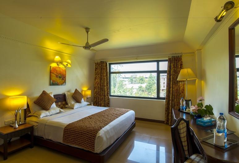 Golf View Hotel & Suites, Alwaye, Deluxe Room, Guest Room