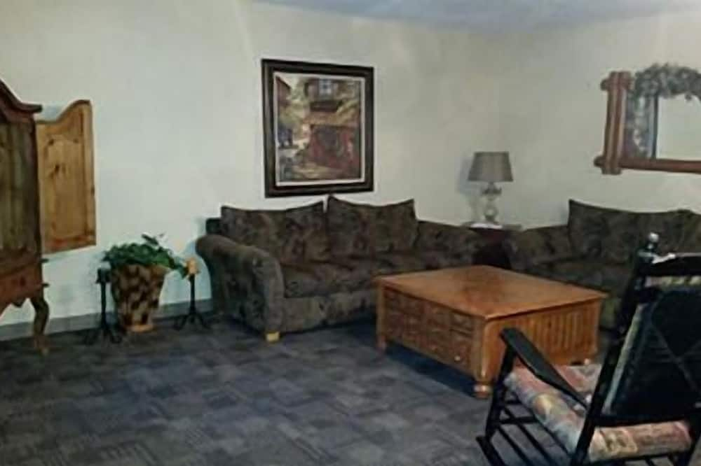 Two Bedroom Condo, 2 Bathrooms, Full sized Kitchen - Living Area