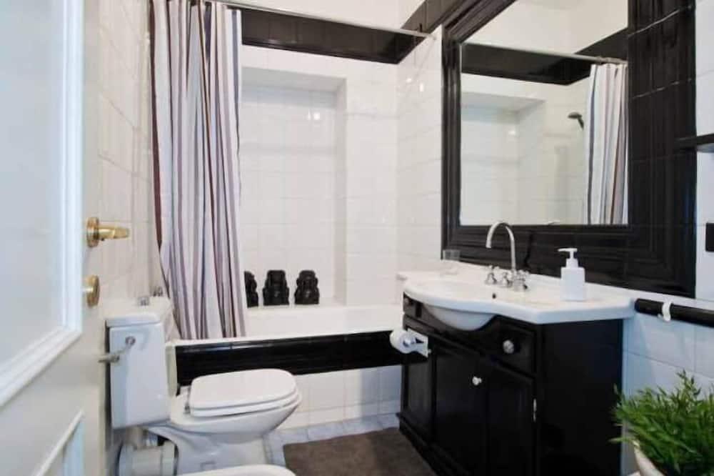 Apartment, 2 Bedrooms (Address: Via Vigevano 14) - Bathroom