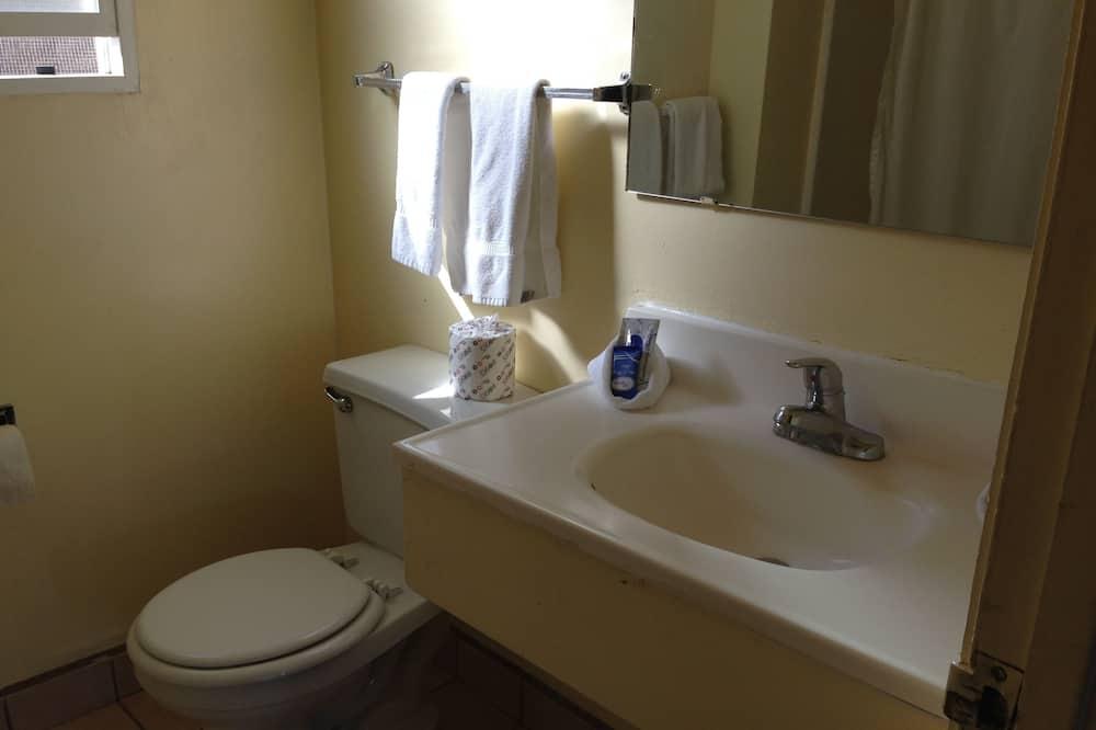 Room, 2 Queen Beds - Bathroom Sink
