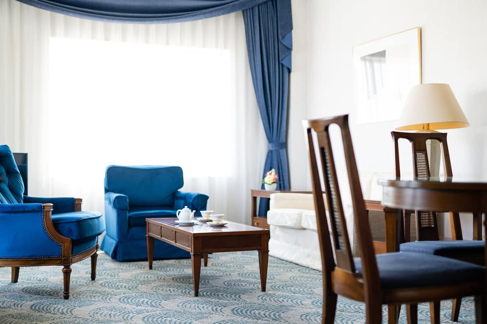 Corner Suite Room, River View, Non Smoking - Living Area