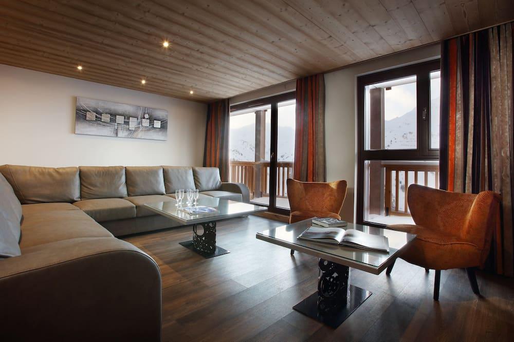 Deluxe Apartment, 4 Bedrooms, Sauna (Balcony) - Living Room