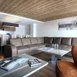 Apartment, 5 Bedrooms, Sauna (Balcony Traversant) - Living Room