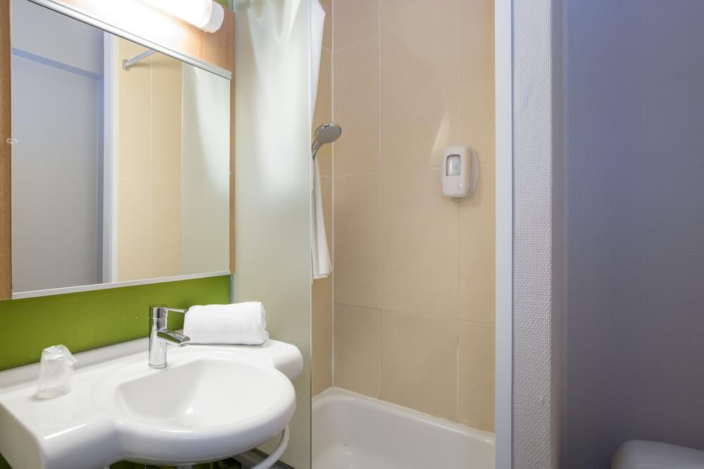Twin Room, Non Smoking - Bathroom