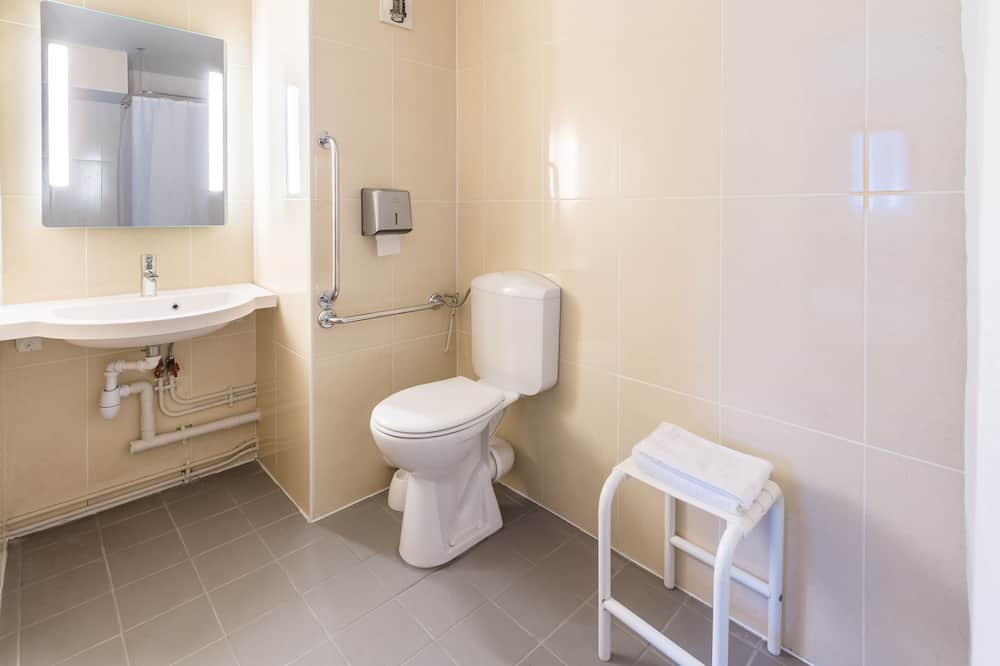 Double Room, 1 Double Bed, Accessible, Smoking - Bathroom