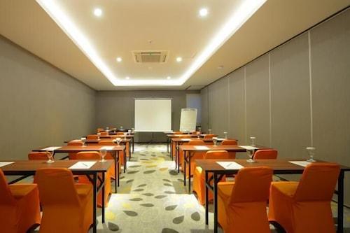 Book J Hotel Bandara Soekarno Hatta In Tangerang Hotels Com