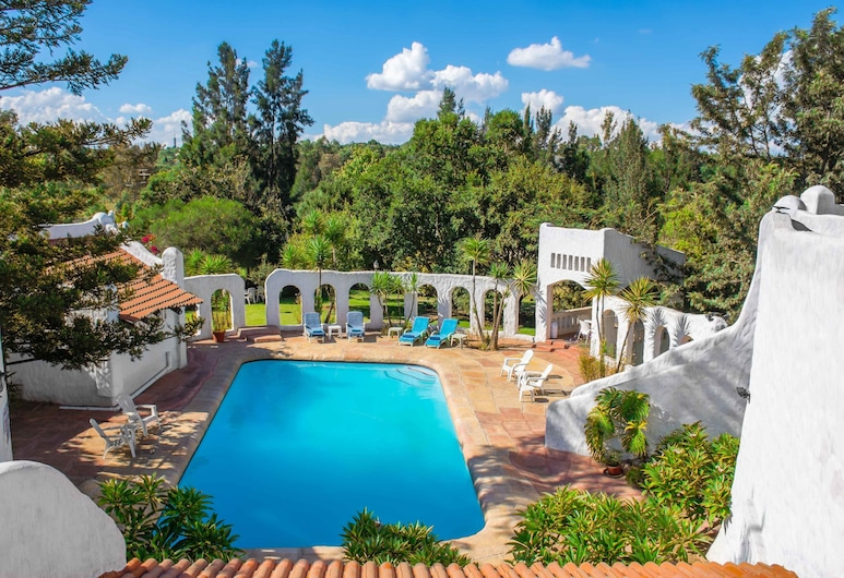 By Bush Telegraph Lodge, Midrand, Indoor/Outdoor Pool