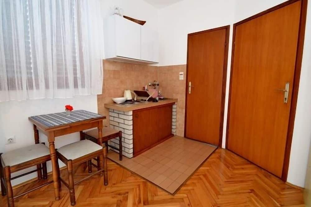 Standard Studio, Kitchen, City View (Teracce - for 3 persons) - In-Room Dining