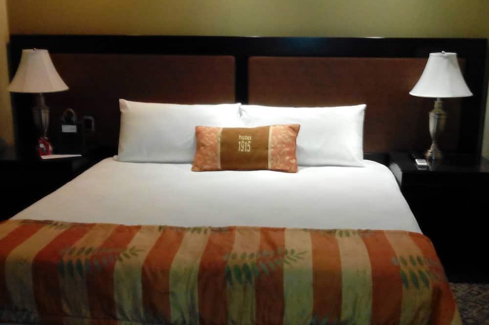 Junior Suite, 1 Queen Bed - Guest Room