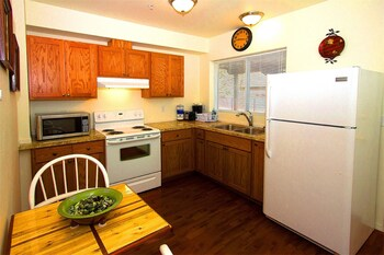 Picture of Maple Leaf Furnished Manor Apartments in Spokane