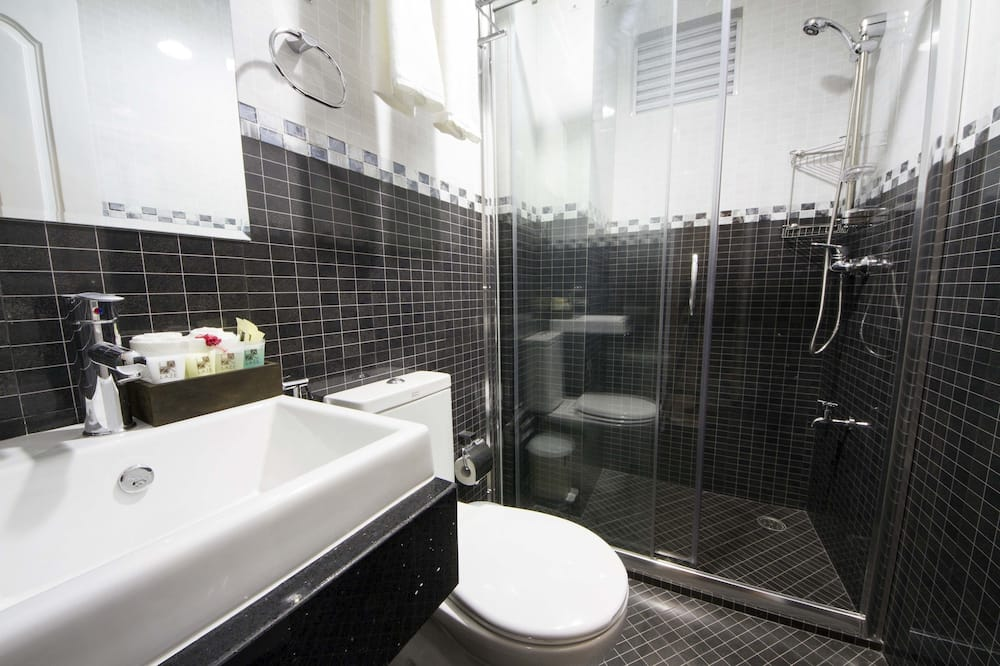 Superior Double or Twin Room with Free Return Airport Transfer - Bathroom