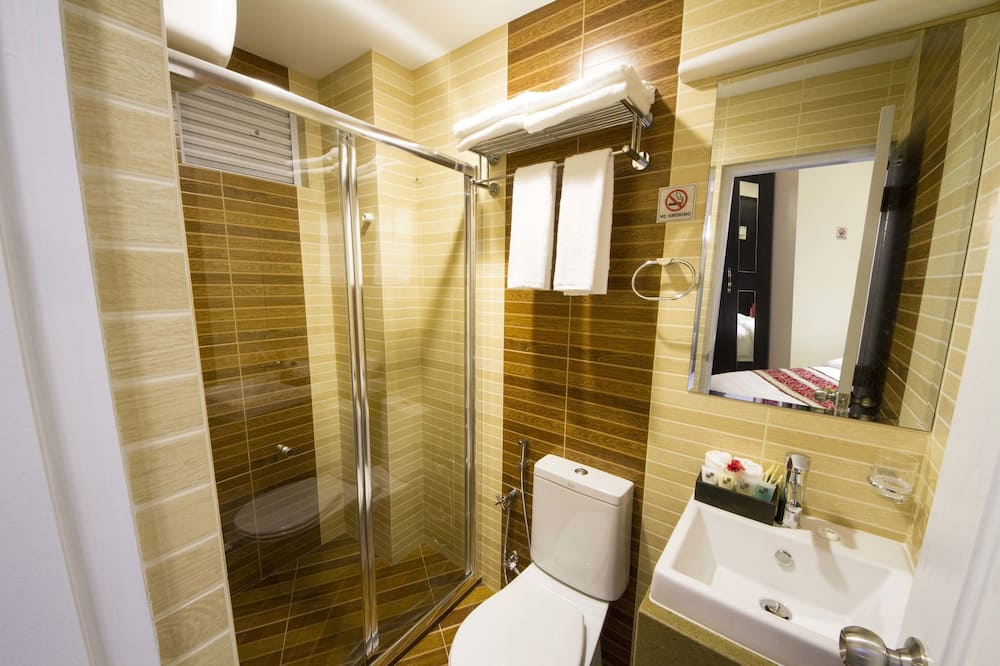 Standard Double or Twin Room with Free Return Airport Transfer - Bathroom