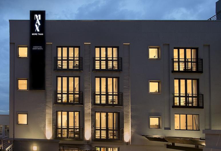 Max Executive Apartments, Sandton, Voorkant van de accommodatie - avond