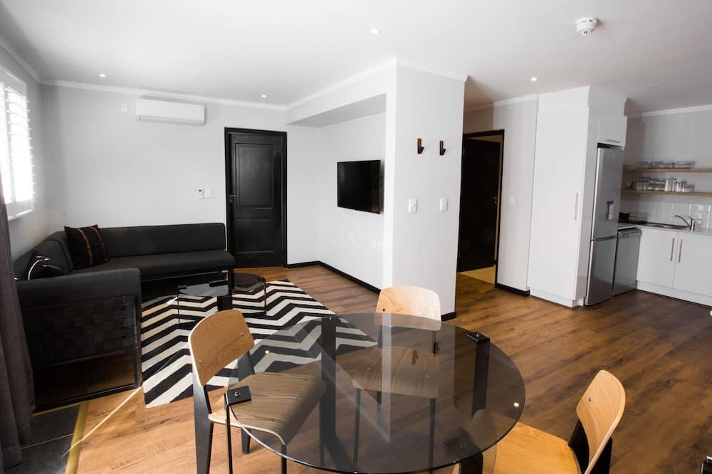 Apartment, 2 Bedrooms (Garden) - Living Area