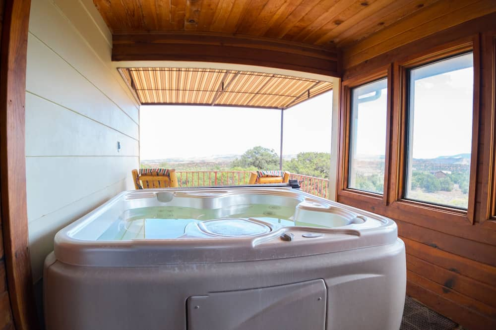 Premium-Einzelzimmer, 1King-Bett, Whirlpool, Bergblick - Balkon