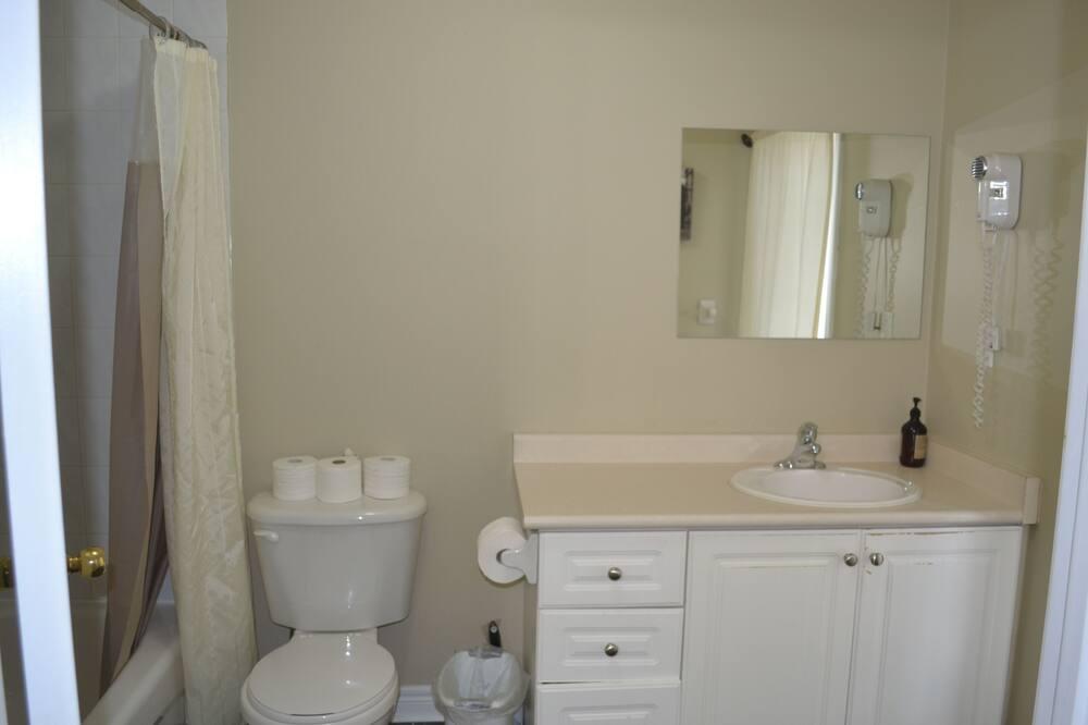 Maison mitoyenne Confort, 4 chambres - Lavabo de la salle de bain