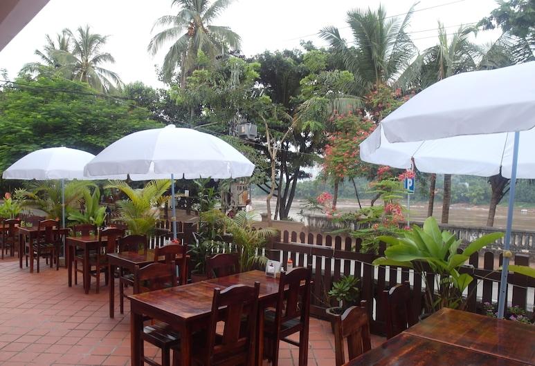 Mekong Sunset View Hotel, Luang Prabang, Utendørsservering