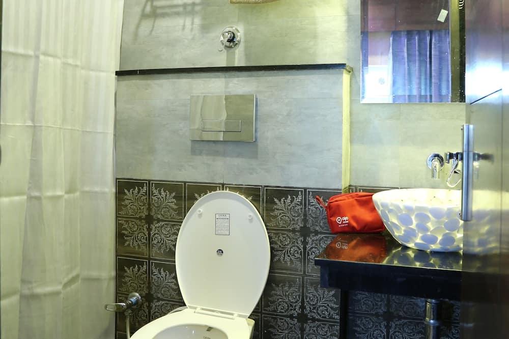 חדר סטנדרט זוגי או טווין, מיטה זוגית, חדר רחצה פרטי - חדר רחצה