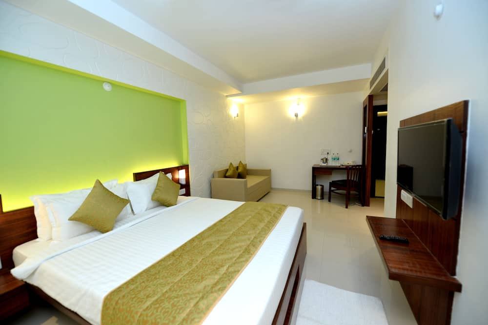 Deluxe Double Room, City View - Living Room